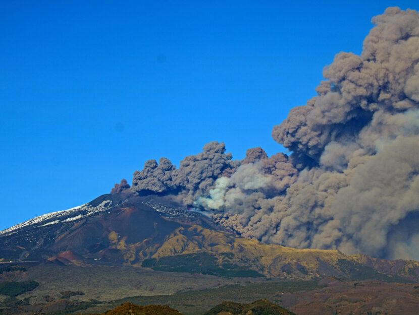 Etna: aperta frattura eruttiva