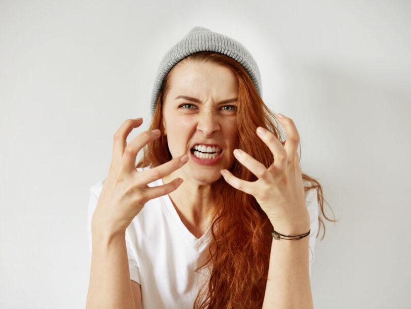Donna arrabbiata ira