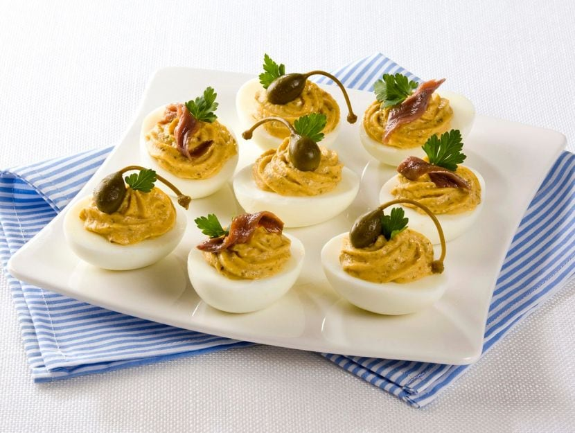 Uova ripiene con tonno e maionese