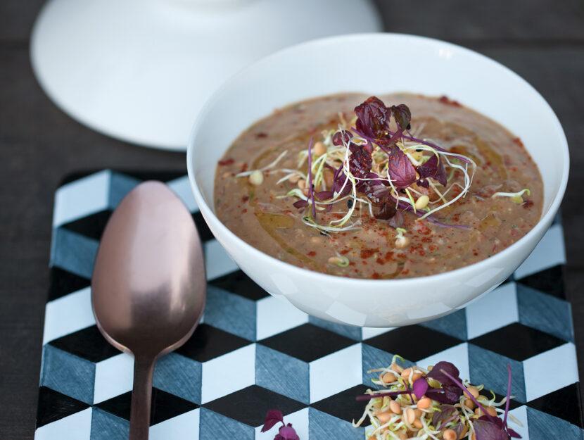 Zuppa estiva di lenticchie con germogli