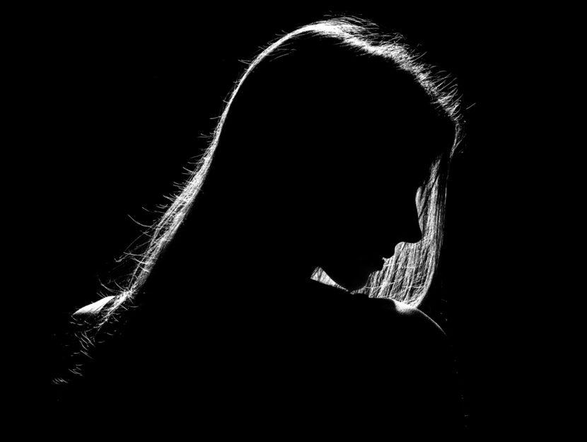 Donna nero profilo ombra