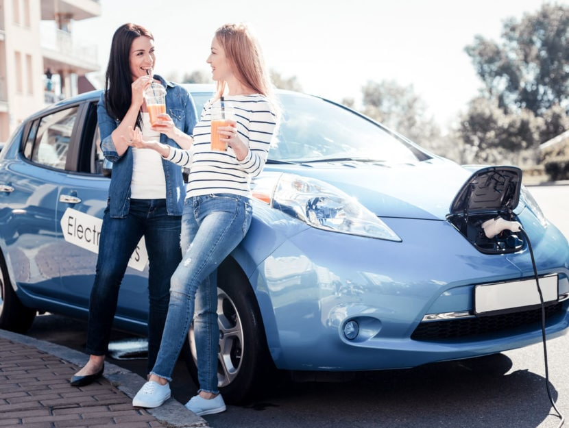 Auto ecologiche ragazze