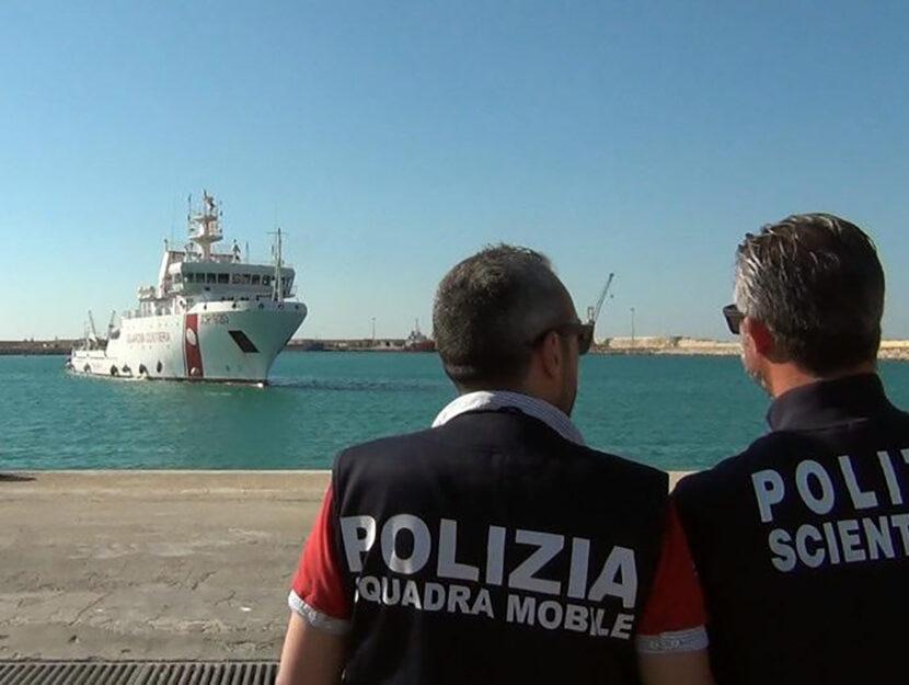 I migranti sulla nave Gregoretti sono scesi a terra il 31 luglio dopo 6 giorni a bordo. FotoANSA/