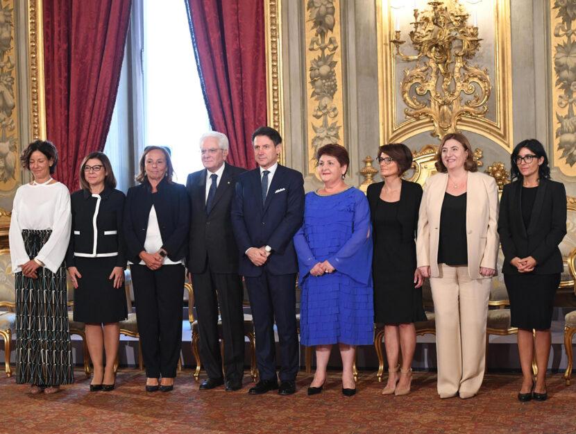 Il Presidente della Repubblica Sergio Mattarella e il premier Giuseppe Conte posano con le ministre