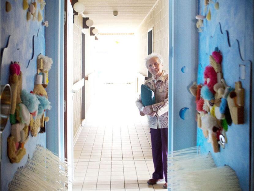 Donna-anziana-pareti