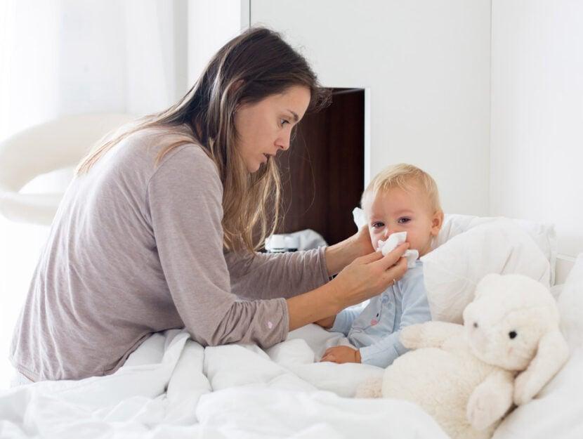 Mamma bambino influenza raffreddore letto
