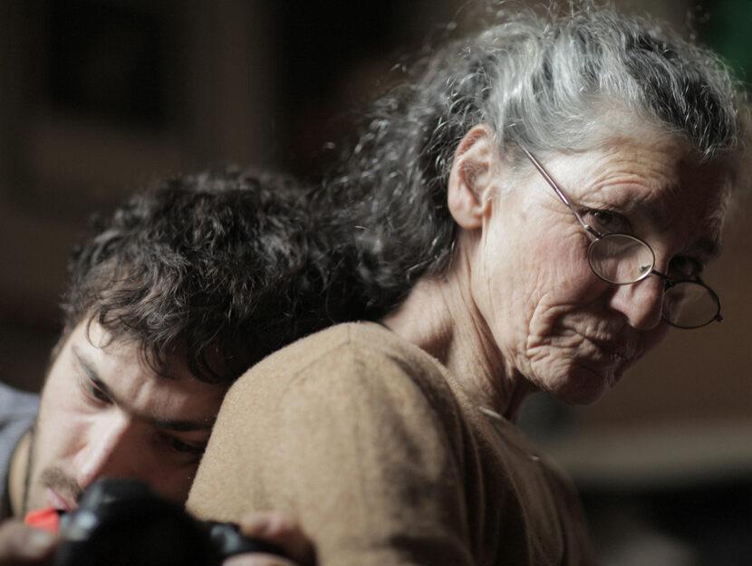 """Benedetta Barzini con il figlio Beniamino Barrese, regista del film """"La scomparsa di mia madre"""""""