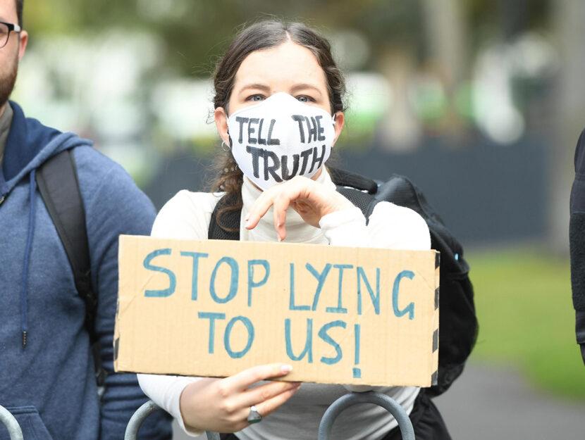 Una manifestante di Extinction Rebellion a Melbourne, in Australia. Foto ANSA