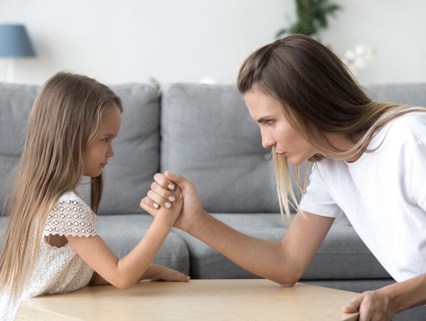 Braccio di ferro mamma figlia
