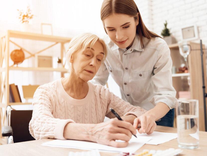 Caregiver persona anziana care manager