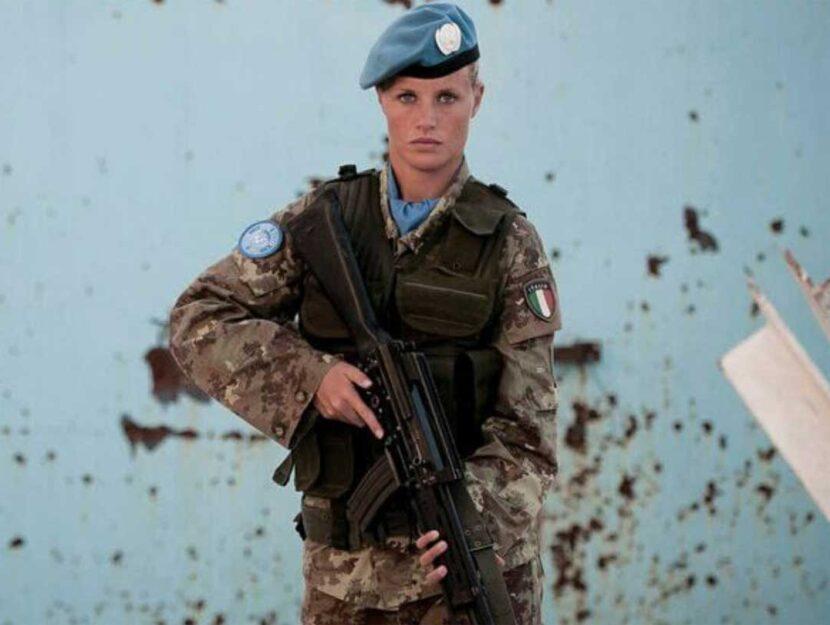 Sarah Deacon, 33 anni, Caporal Maggiore Capo: è una delle 250 donne italiane al fronte. Ha partecip