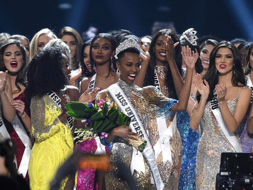 Miss Sudafrica, Zozibini Tunzi, vince il titolo di Miss Universo. Foto Getty Images