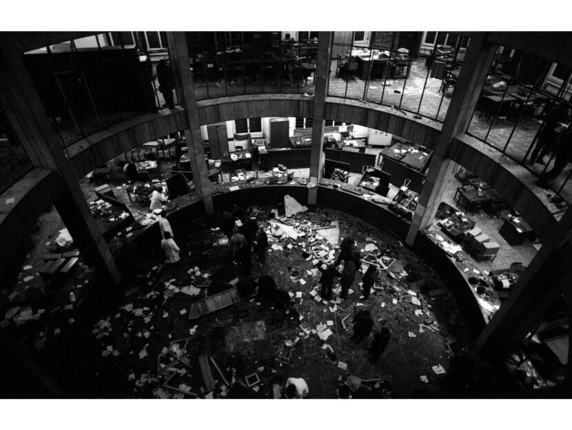 L'interno della Banca Nazionale dell'Agricoltura di Milano dopo lo scoppio della bomba, il12 d