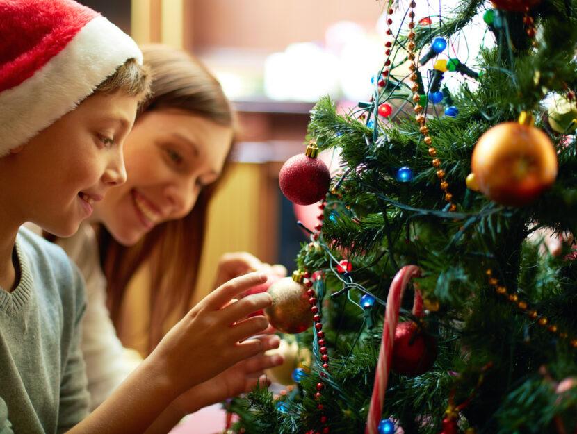donna bambino albero di Natale