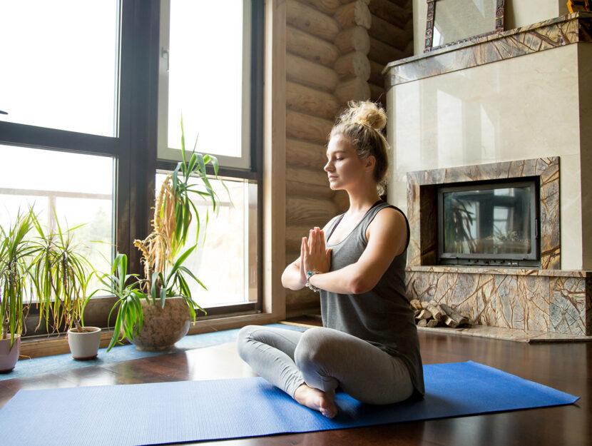 fare yoga a casa da soli