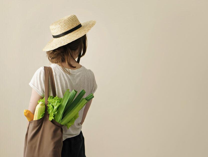 Donna shopping bag verdura