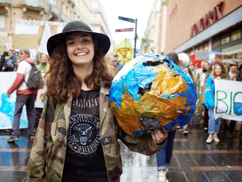 Giovane-mappamondo-pianeta-ambiente
