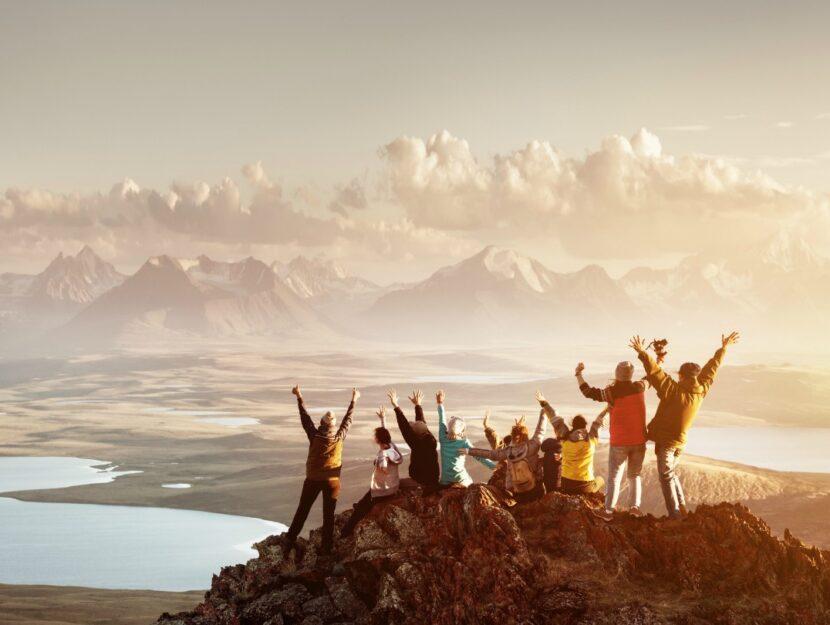 camminare-montagna-cima