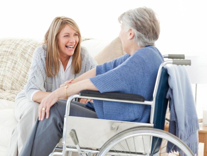 Come assistere anziani non autosufficienti a casa