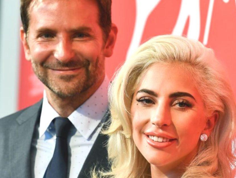 Bradley Cooper e Lady Gaga sorridenti