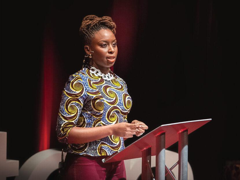 La scrittrice nigeriana Chimamanda Ngozi Adichie