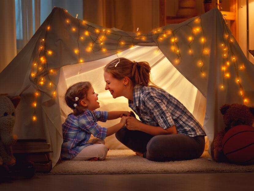 Mamma bambino tenda in casa giochi