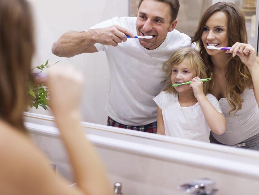 lavare denti bambini genitori