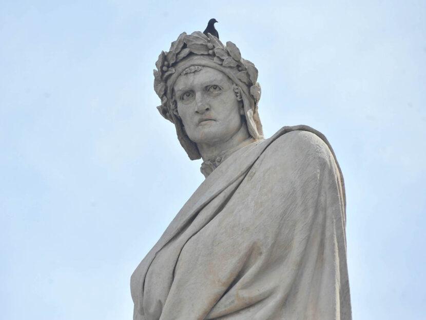 statua di Dante Alighieri, in piazza Santa Croce a Firenze