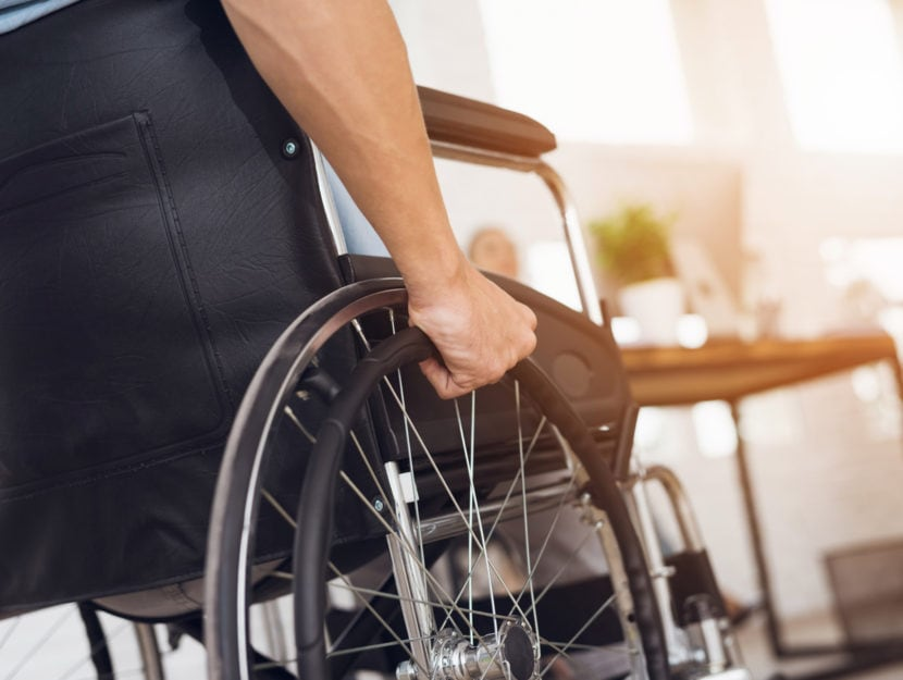 Disabile sedia a rotelle casa