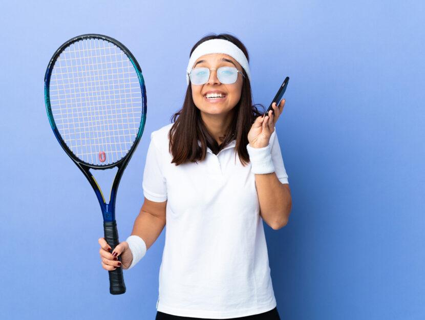 Ragazza tennis cellulare
