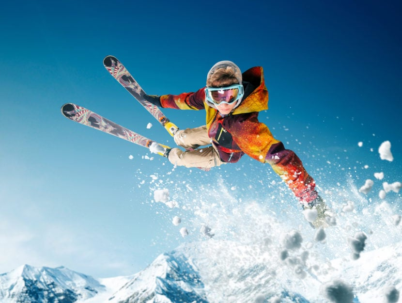 Sciatore neve acrobazia