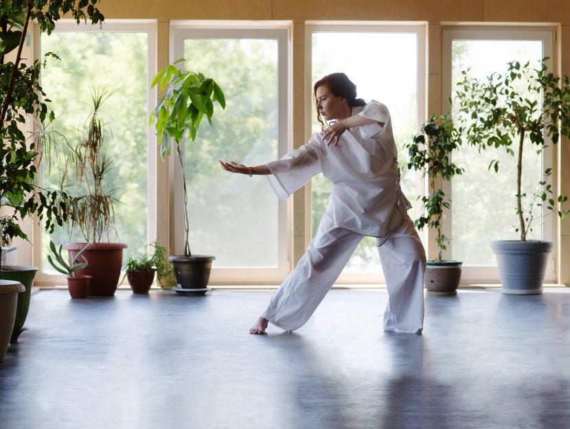Donna che pratica il Tai Chi