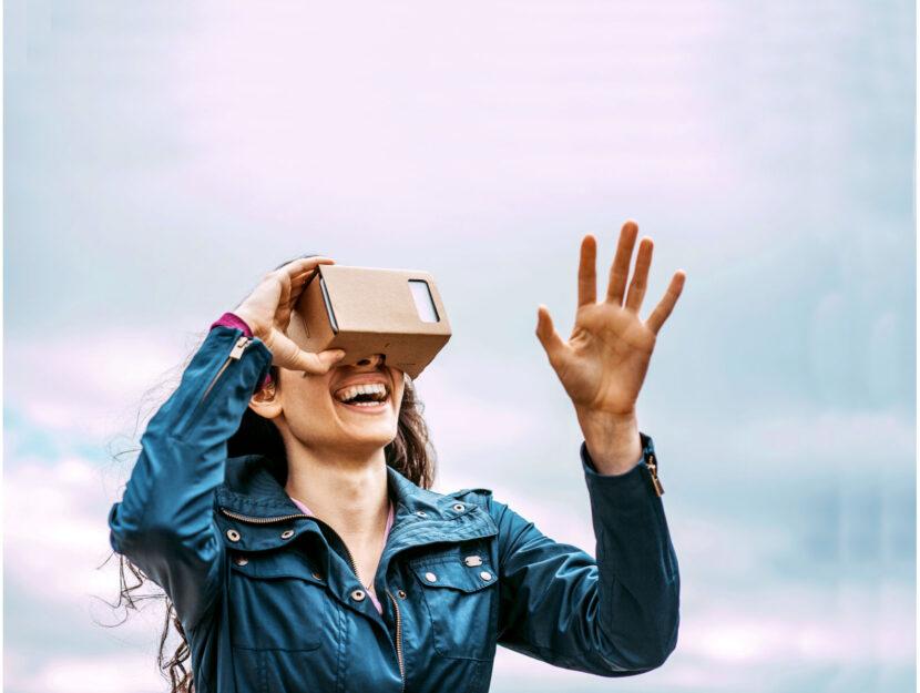 Ragazza realtà virtuale