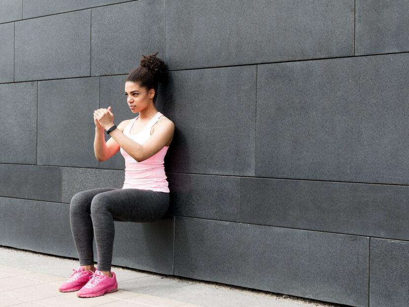 Allenarsi a casa: esercizi con il muro