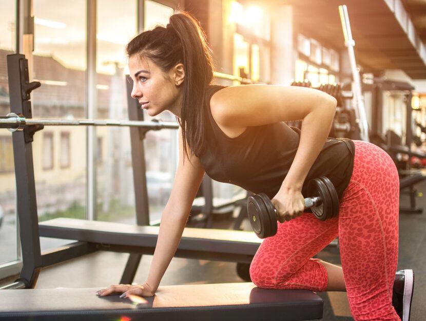 Esercizi per dimagrire in palestra: pesi