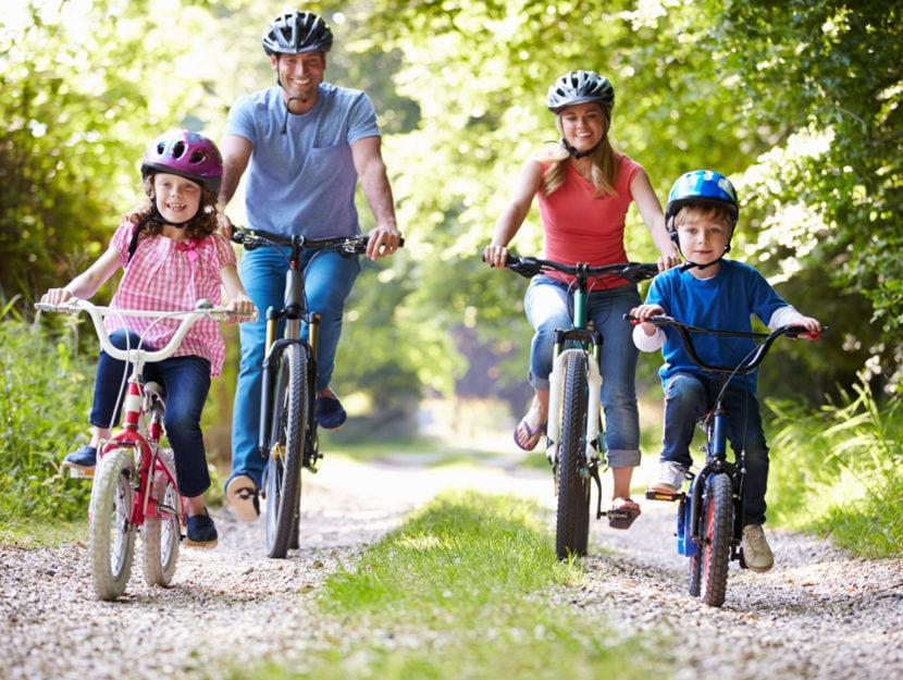 Famiglia bici bosco