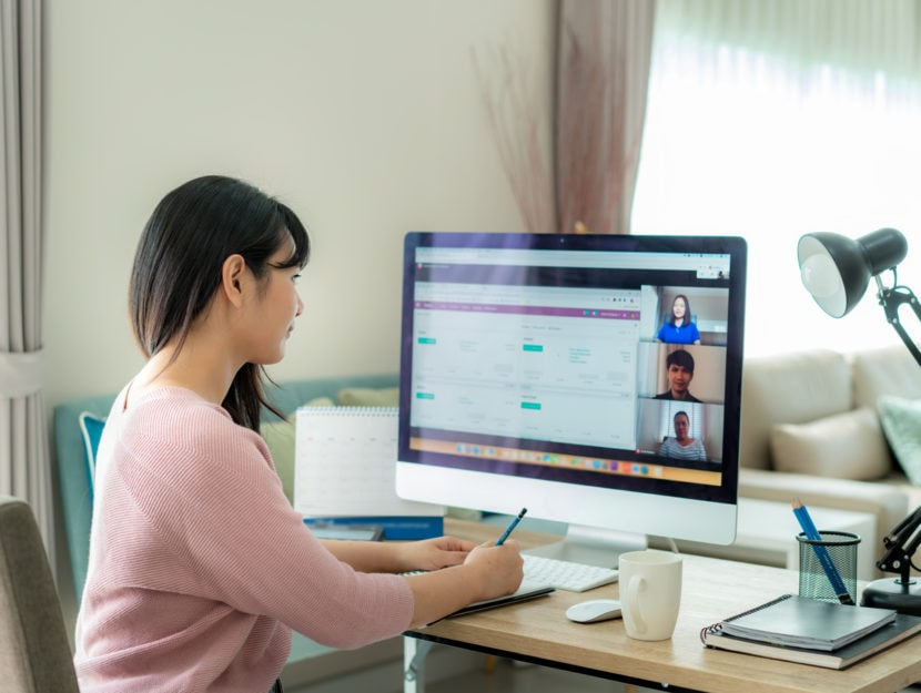 smart working ragazza casa