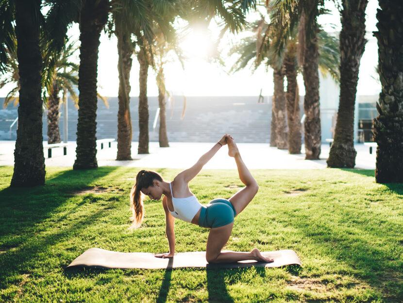 Esercizio di power yoga