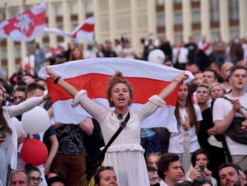 Una donna durante le proteste di Minsk, 14 agosto 2020