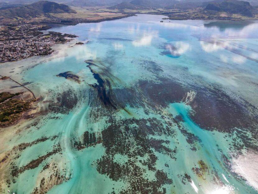 La marea nera provocata dalla petroliera giapponese MW Wakashio sulle coste dell'isola di Mauritius