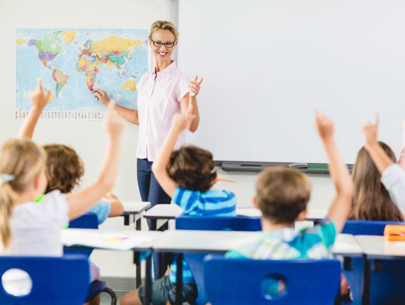 Maestra scuola bambini