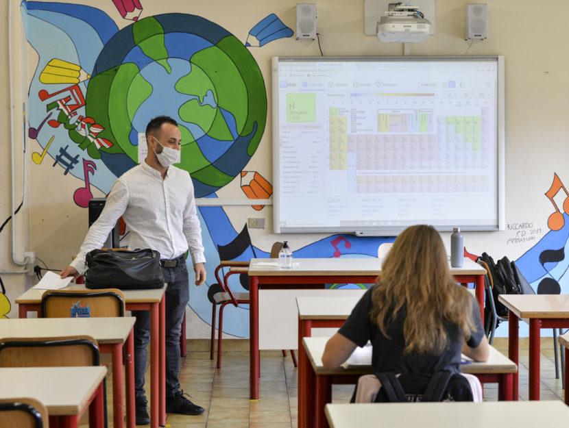 Scuola coronavirus Torino classe professore