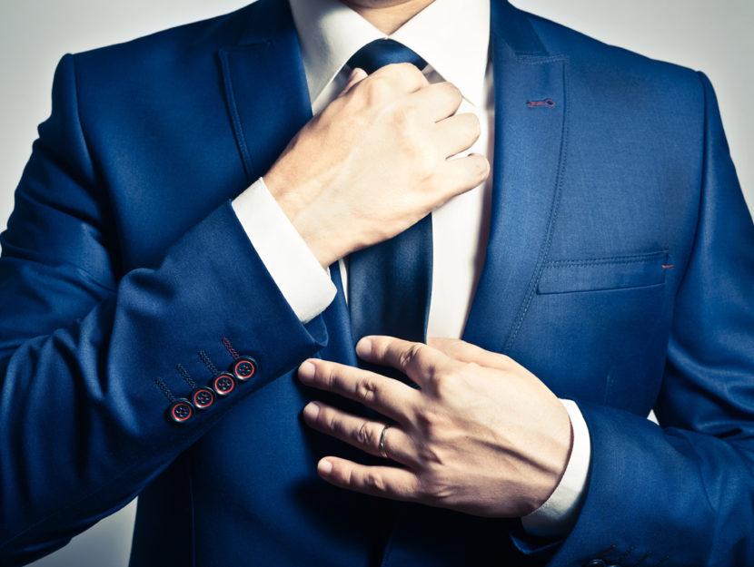 Uomo giacca e cravatta