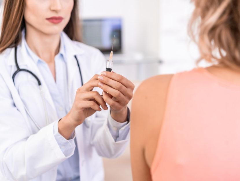 Vaccino donna medico