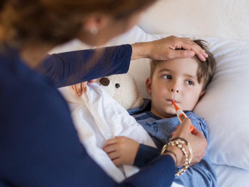 bambino lette febbre termometro mamma