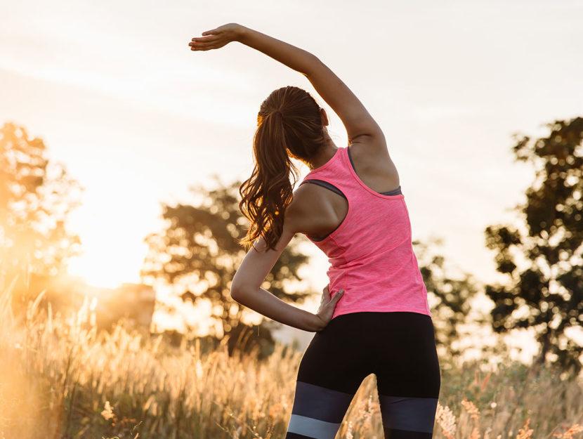 Stretching prima e dopo una camminata: perché e come farlo