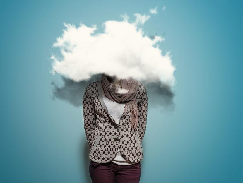 Donna testa fumo