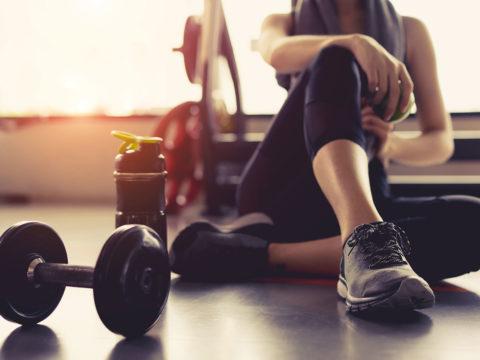 Cardio o pesi? Pro e contro dei due approcci