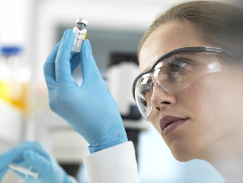 Medico donna vaccino ricerca