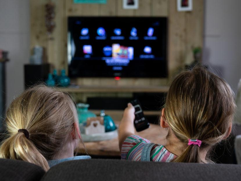 Bambine televisione casa